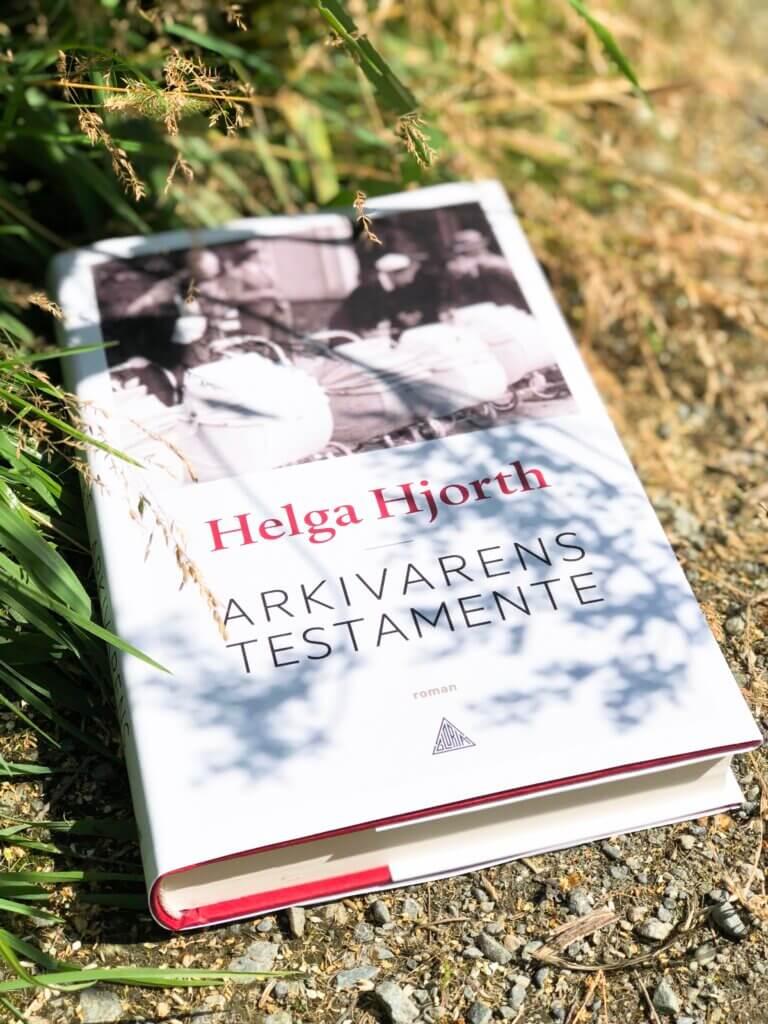 Arkivarens testamente, Helga Hjorth, Gloria Forlag